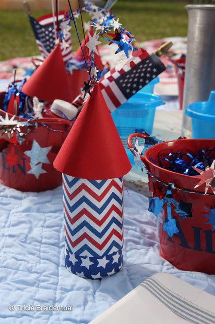 Decorations at a  July 4th Picnic #july4th #picnicdecor #Vocalpoint #July4th
