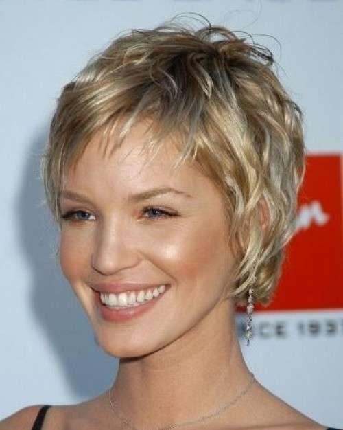 Taglio corto per capelli mossi - Taglio corto con frangetta per capelli ricci Primavera Estate 2014