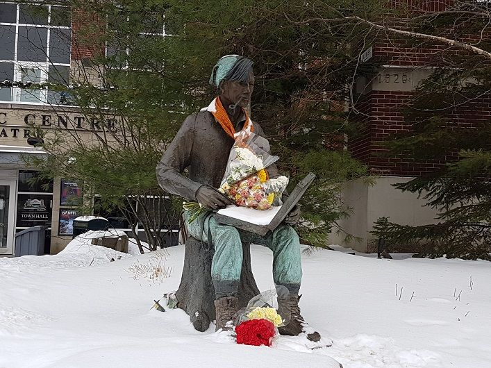 By mid-afternoon Friday, January 19, several bouquets of flowers had been placed on the Tom Thomson sculpture in front of the Algonquin Theatre in memory of Brenda Wainman Goulet