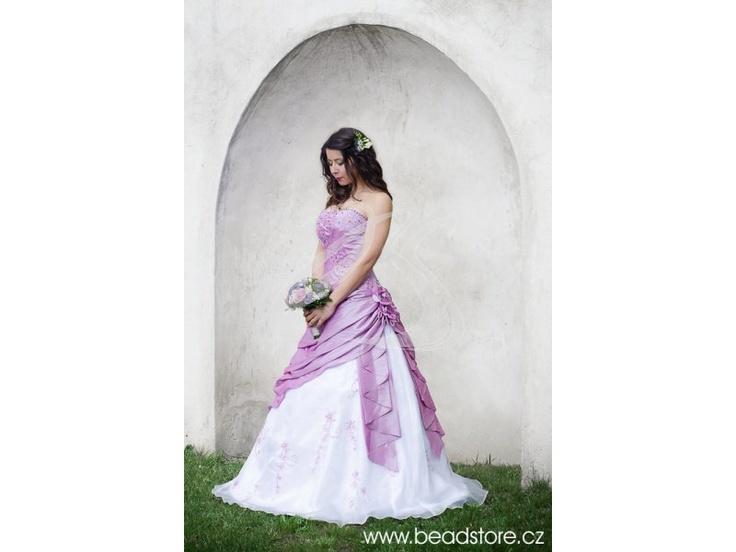 Stylové svatební šaty