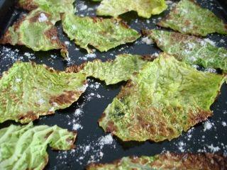 Croustilles de chou frisé, poudre de maïs et fromage parmesan #recettesduqc #kale #chips