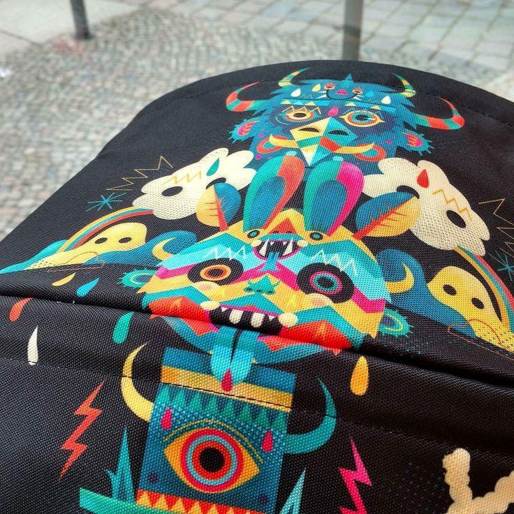 Schrei-bunt! Der französische Grafiker und Streetart-Künstler Niark1 hat exklusive Verdecke für Bugaboo Bee und Cameleon designt. Damit wird jeder Wagen zum rollenden Kunstwerk. Zum live anschauen ab sofort bei uns in der Kastanienallee 63. Was meint ihr:  oder ? @bugaboostrollers @bugaboo_official #streetart #streetartist #berlin #berlinmitte #kleinefabriek #bugaboo #niark1 #bunt #beyourself #graffiti Erhältlich bei www.kleinefabriek.com.