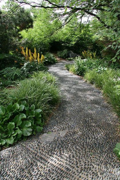 Les 25 meilleures id es de la cat gorie patio de galets sur pinterest relooking de jardin for Allee de jardin en pouzzolane