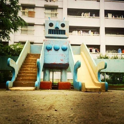きょうの団地おじゃまします!三つ目の団地は王子住宅を守るロボットに会いにきました #放課後団地クラブ #団地 #danchi   Flickr - Photo Sharing!