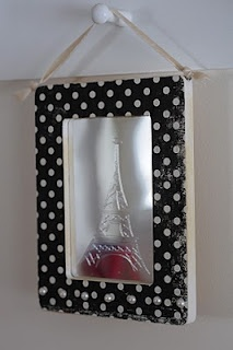 Using the Chomas Creations engraving tip on plastic mirrors to etch the design with the Cricut.