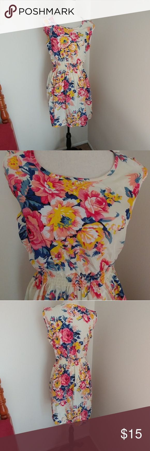 "Plus size sheer floral dress Excellent pre-owned condition. Unlined. Elastic waist. Measures 18.5"" across chest and 36"" from shoulder to hem. Dresses"