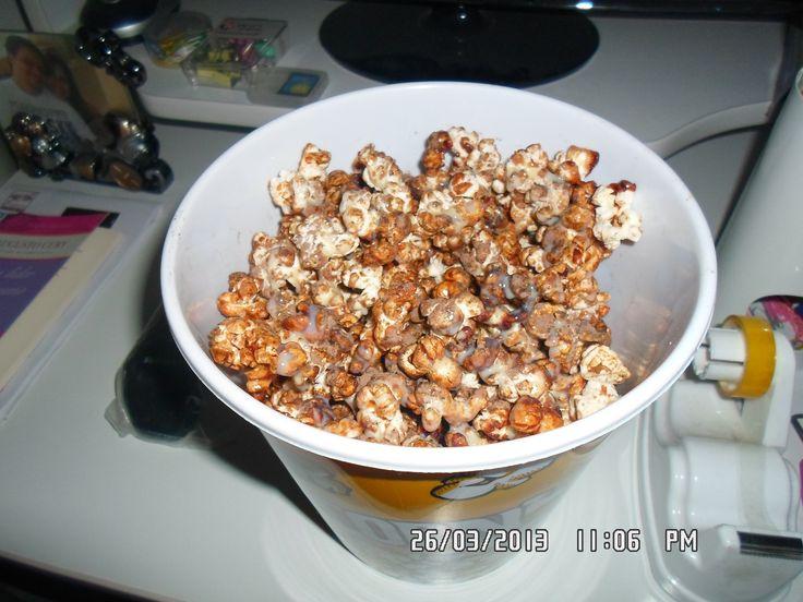 8 colheres de sopa de óleo  - 5 colheres de sopa de milho de pipoca  - 4…