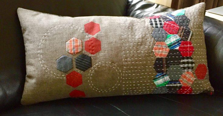 hexagonen gemaakt van oude hemden in combinatie met stempeltechniek en sashiko
