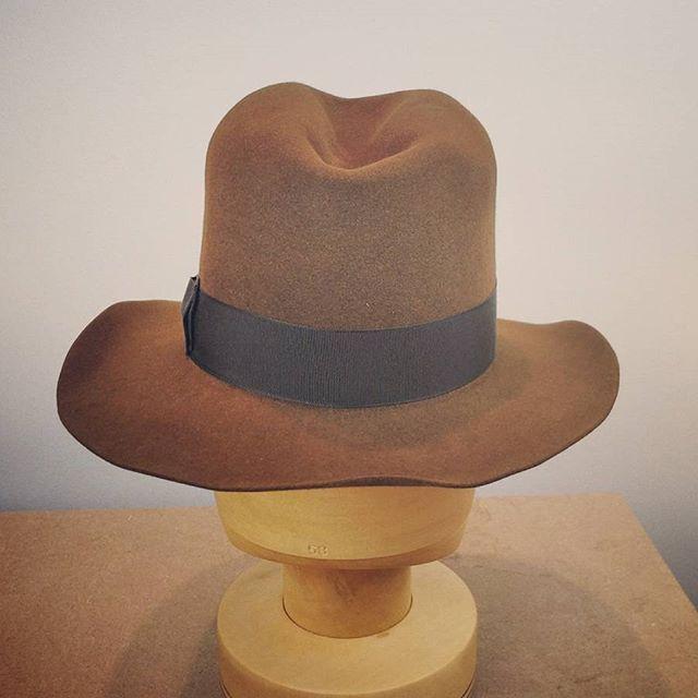 Made in Sweden | Hufvud  .  .  .  .  .  #hufvud #fedora #indianajones #indianajoneshat #custombuilt #handsewn #handcrafted #sydney #newzealand🇳🇿 #losangeles #california #oregon #newyork #hats #hattar #homburg #trilby #designerhat #dresshat #vintagehat #etsystore