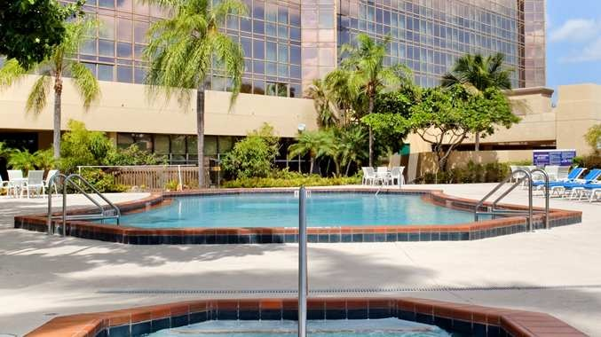 Doubletree By Hilton Hotel Miami Airport & Convention Center, Fl - Outdoor Pool & Jacuzzi