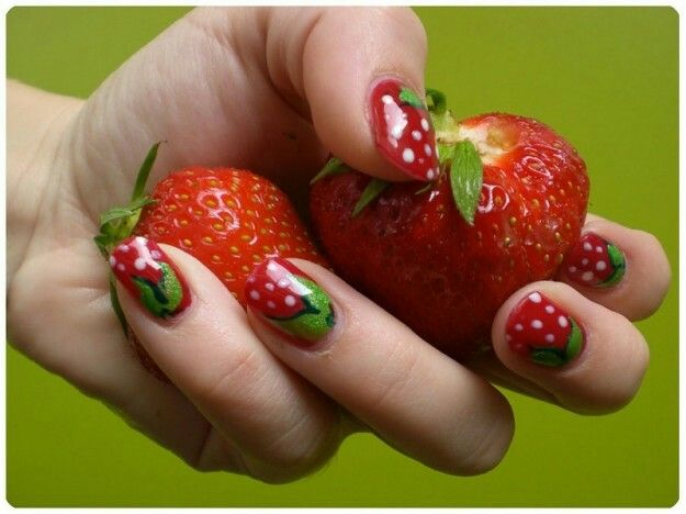 Nail art fragola