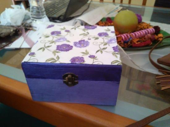 cajita joyero decorada con serviletas decoupage