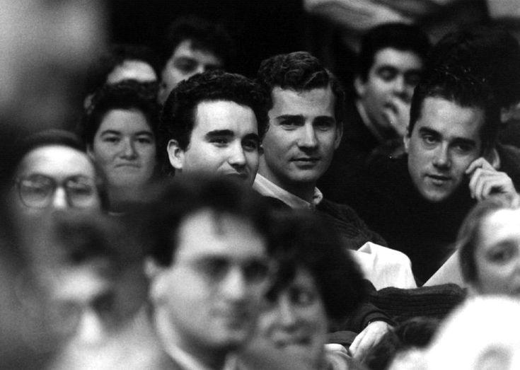 4 de febrero de 1993. El príncipe Felipe asiste a una conferencia del expresidente de la Generalitat de Cataluña Jordi Pujol, en la Universidad Autónoma de Madrid. Felipe VI: Infancia y juventud | Fotogalería | Actualidad | EL PAÍS