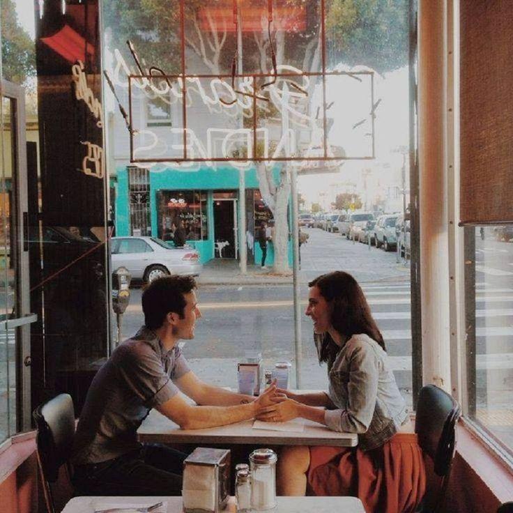 """""""Um café e um amor. Quentes, por favor. Pra ter calma nos dias frios, pra dar colo quando as coisas estiverem por um fio."""" ♥"""