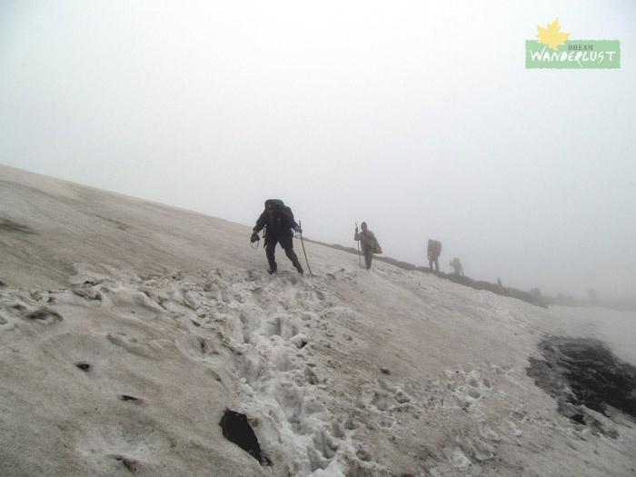 Day 6 - Upper Yumbong - Dhapevir Pass - Gomathang (25th May, 2012)