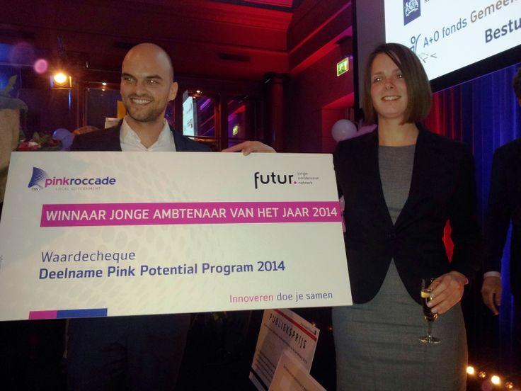 """Winnaar verkiezing """"Jonge Ambtenaar van het Jaar 2014"""": Wybren Jorritsma --> deelname Pink Potential Program 2014. [24-01-2014]"""