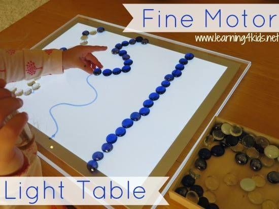 Activités motrices à faire sur la table lumineuse