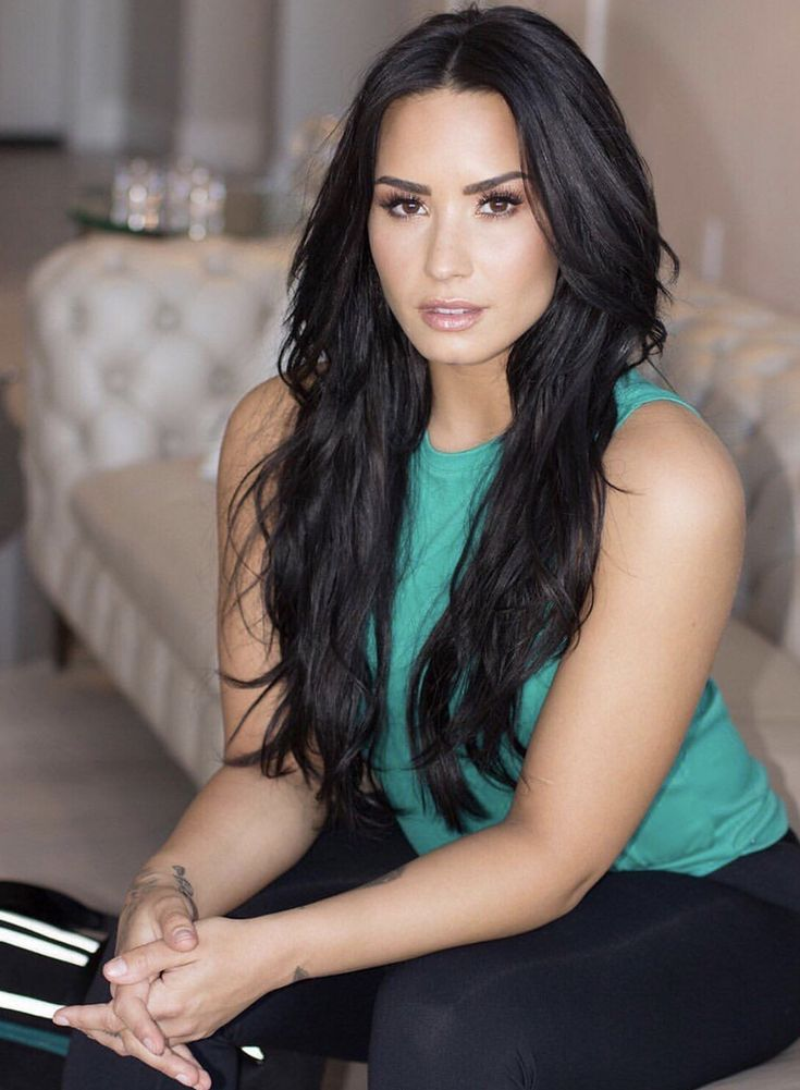 DEMI is such a beautiful woman.