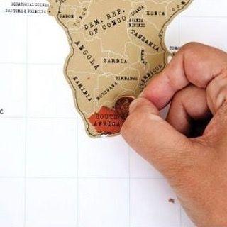 Für Reisefreunde: Mit dieser dekorativen #Scratch-Map vergisst du nie, wo du warst. Bereiste Orte werden einfach freigerubbelt und schon hast du eine dekorative #Erinnerung ✈️🗿🌐 Get it on www.geschenkidee.ch  #travel #reisen #explore #holiday #fun #gadget #world #off #traveling #urlaub #ferien #gadget #map #geschenk #geschenkidee #schweiz #zürich