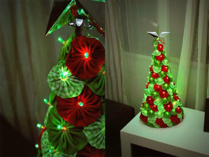 Arvore de Natal Feita de Fuxico Artesanal – Fotos e Como Fazer Fuxico é um artesanato muito conhecido, pelo fato de que com sobras de retalhos de tecidos você poderá transformar em lindas peças artesanais.