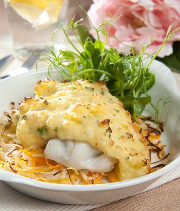 Torsk med kartoffelgratin på grønsagsbund Kalorielet ret med masser af protein og fibre fra Familie Journals Slankeklub. Torsken kan evt. udskiftes med sej