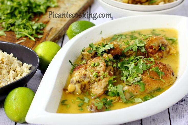 Простая в приготовлении экзотическая курица с невероятным ароматом и роскошным соусом с кокосовым молоком и лаймом.