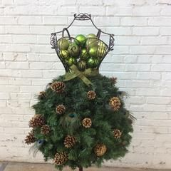DIY Tutorial: Super Easy Holiday Tree on a Wire Dress Form