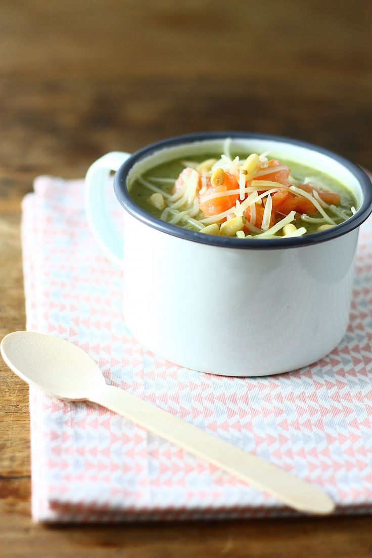 broccolisoep-met-zalm-en-pijnboompitten-2