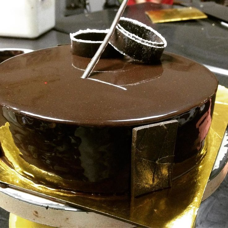 I bet you don't have a better job than me.  Just somethings I do at work.  #pastry#pastrychef#Bangalore #bangalorefoodies #bangalorediaries #bangalorefoodies #bangalore_insta #chocolate#chocolatecake #yummy #foodtalkindia #foodtalk#lavonne #lavonnekitchenscenes