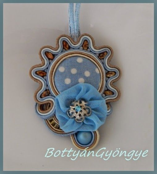 Kék nap - sujtás aszimmetrikus medál textilvirággal / Blue sun - soutache fabric flower pendant asymmetric