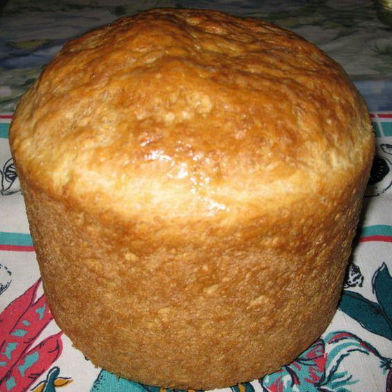 """Быстрый хлеб. Супер рецепт!!! Взять 0,5 литра кипячёной воды (примерно t тела), 1 пакетик сухих французских дрожжей (11 г) или 50 г дрожжей """"мокрых"""", 1 столовую ложку сахара, 2 чайные ложки соли, 2 столовые ложки подсолнечного масла, 1 яйцо, и примерно 5,5-6 стаканов муки."""