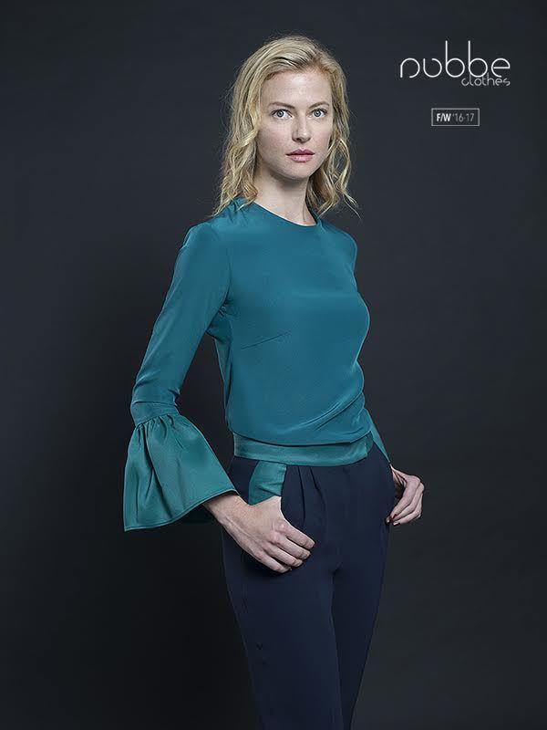 """NUBBE CLOTHES   F/W '16-17  El pantalón navy es un """"must-have"""" tanto para el invierno, como para el verano. El modelo """"Gema"""" incorpora vivos en verde en cinturilla y bolsillos, ideal para combinar con la camisa """"Jaspe"""" verde. Camisa """"Jaspe"""" también disponible en negro y en blanco. Hazte con él en nuestra tienda online y puntos de venta. http://tienda.nubbeclothes.com  #otoño #fashion #moda #modagallega #madeinspain #elegante #pantalon #navy"""
