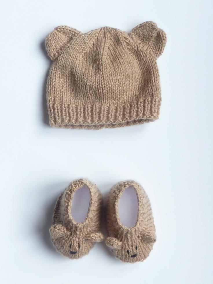 $25 Petit ourson marron glacé.  Ensemble bonnet & chaussons fait-main en laine et polaire doux et chaud pour bébé à 18€. Pour en savoir plus, cliquez sur l'image.