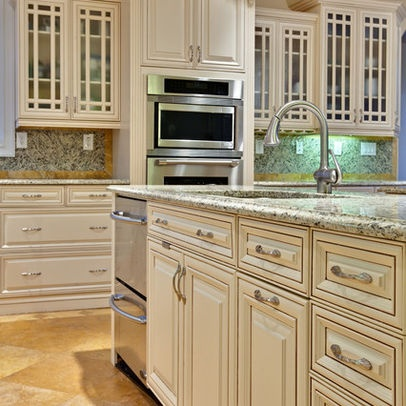 Cream glazed kitchen cabinets design ideas pictures for Antique glazed kitchen cabinets