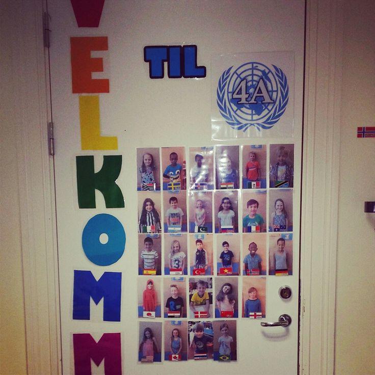 Klasseromsdøren dette året. Mine herlige 27 elever, klare for et nytt år!