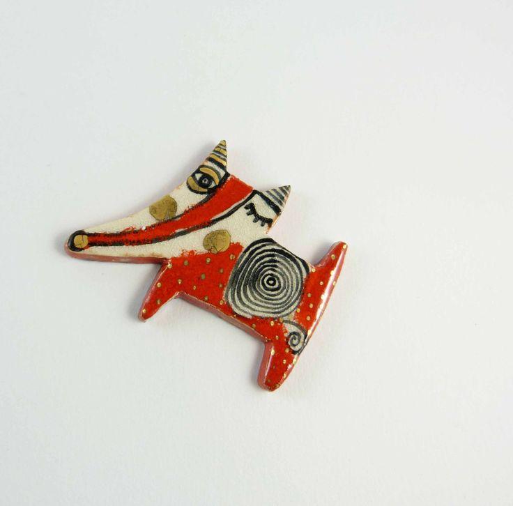 Ceramic brooch, multicolored  fox with gold. Broche céramique, renard multicolore et or. de la boutique Tanaart sur Etsy
