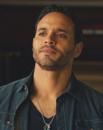 Daniel Sunjata Ambushes Crooked Fisherman on Graceland - Us Weekly