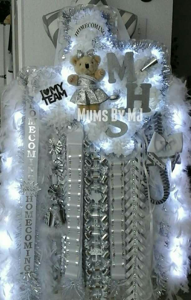 GIANT TEXAS HOMECOMING MUM Senior homecoming mum with lights, dressed bear, and lighted boas! Mega-Tex mum from Mums By MJ 💚 Instagram : @mumsbymj www.facebook.com/mumsbymj