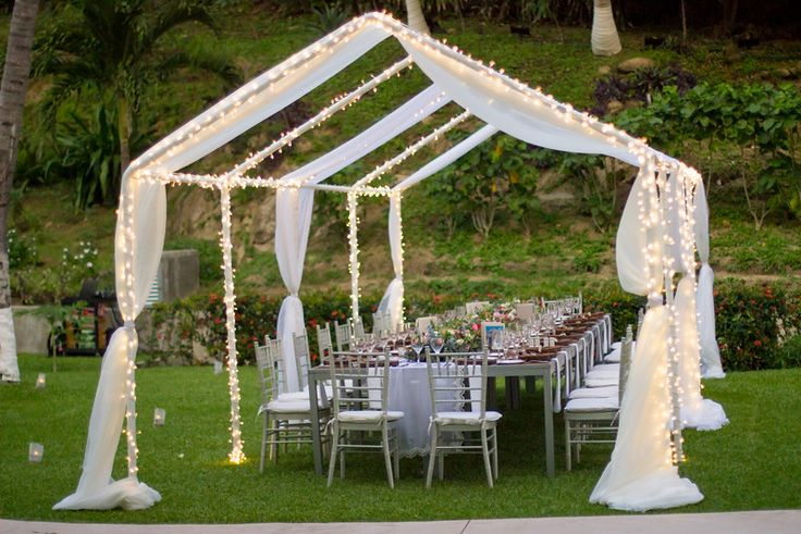 The garden provides an intimate location for you and your guests at your reception! #DreamsHuatulco
