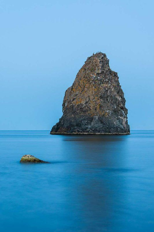 Aci Trezza, Sicily the water is so blue.  Gorgeous! click on http://urlin.it/4c7c0 to discover this treasure