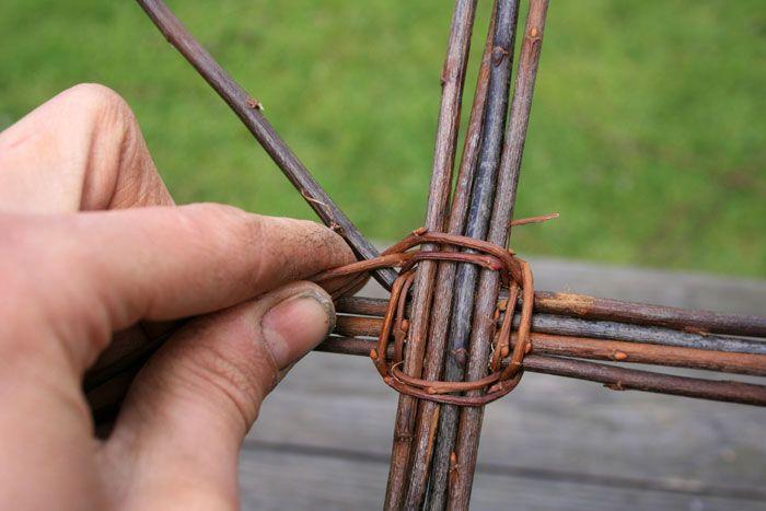 Beautiful Wicker Basket Tutorial by bushcraftridgeonnet.com
