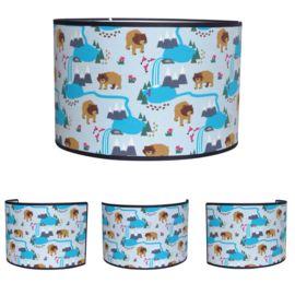 Lamp beren blauw hanglamp lampenkap kinderlamp jongenskamer Deze berenlamp is een stoere blikvanger in de kinderkamer. Leuk om de mooiste avonturen bij te vertellen voor het slapen gaan. Bijpassende wandlamp Alaska