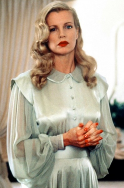 Peek-a-boo Blonde Waves and Pouty Lips - Kim Basinger in LA Confidential.  Photo Courtesy of Warner Bros.