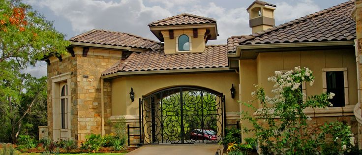 Tuscan port cochere home design porte cochere porticos for Porte in spanish