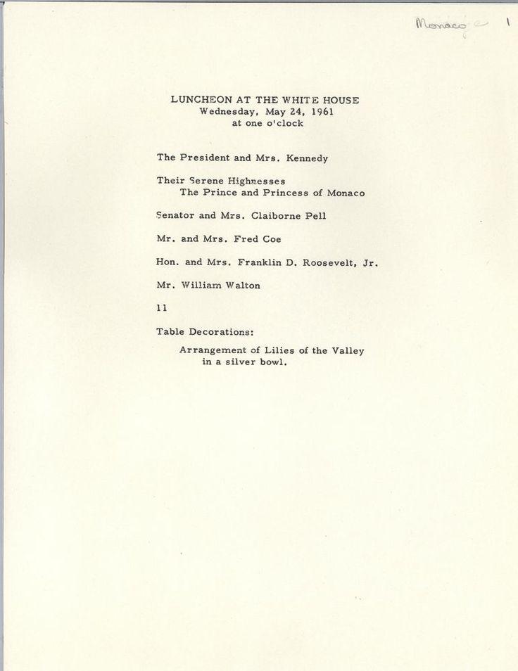 JFK-Grace-Kelly-Lunch JFK-(Grace Kelly) Princesa Grace & Prince Rainier Almuerzo en la Casa Blanca – Cortesía de JFK Presidential Library  Mucha gente puede pensar que de mayo 24, 1961 era la primera vez que Grace Kelly se reunió JFK, pero esto no es cierto … su primer encuentro fue muy divertido. Sin embargo, Mayo 24, 1961 es cuando la Princesa Grace de Mónaco (y el príncipe Rainiero de curso) almorzamos en la Casa Blanca con el presidente John F. Kennedy.