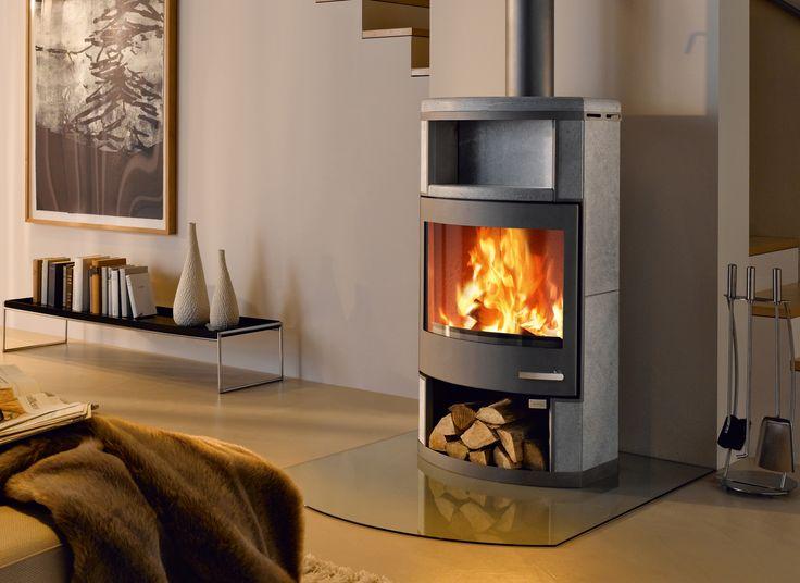 Ekskluzywny kominek wolnostojący Ator skupia w sobie esencję elegancję i prostoty. Panoramiczna przednia szyba zapewnia wyjątkowy widok pasjonującej gry płomieni, którą można podziwiać w długie jesienne wieczory.