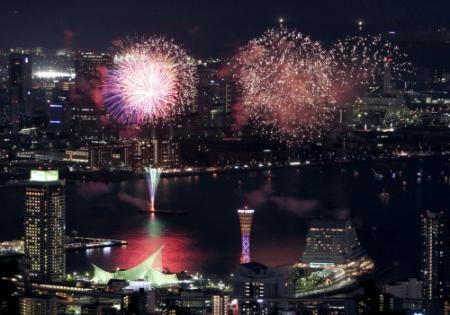 神戸の海上彩る大輪 みなとこうべ花火大会