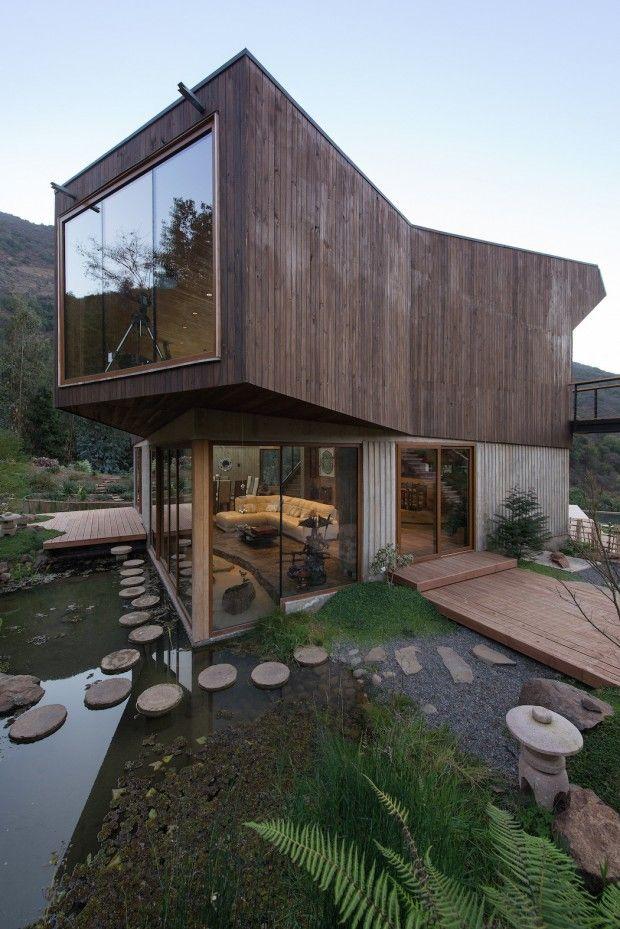 Cette très belle maison de vacances pour six personnes est située dans les montagnes côtières du Chili. Les propriétaires ont voulu une maison avec le plus