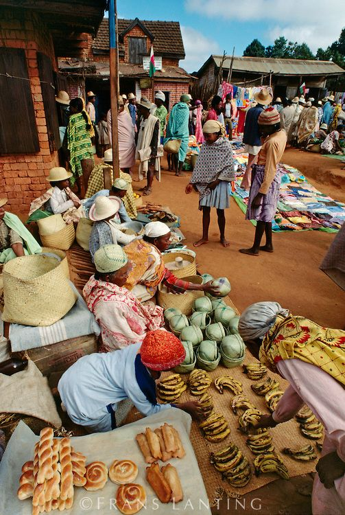 Market scene, Central Madagascar, Africa. Travel to Madagascar with ISLAND CONTINENT TOURS DMC. A member of GONDWANA DMCs, your network of boutique Destination Management Companies for travel across the globe - www.gondwana-dmcs.net