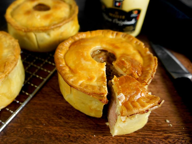 English meat pies this is more of a pate en croute than a simple meat pie. Pigs feet and ham bone are used to make the 'trotter stock'. Git to take the time to try this one